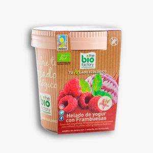 helado de yogur con frambuesas